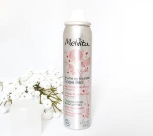 Fraîchement belle avec la Brume de beauté rose bio Melvita